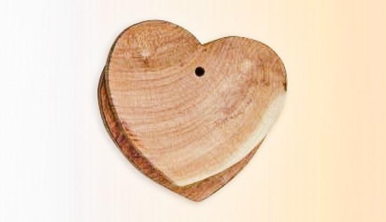 zum Saisonwechsel Duftholz Herzform Zedernholz